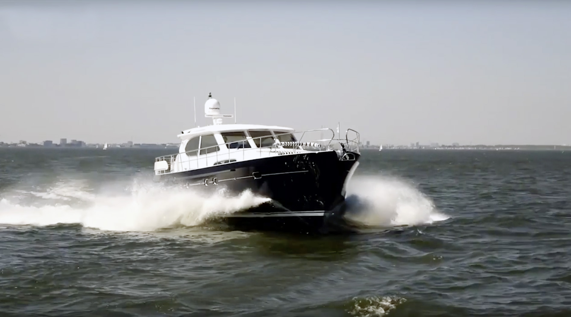 anti-roll-system-powerboat-at-speed